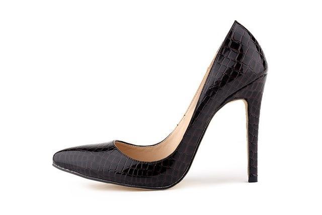 Hướng dẫn cách chọn giày nữ da cá sấu bền và đẹp