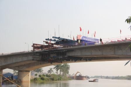Sáng 6/12, Cầu Trạm Bạc, nối huyện An Dương và huyện An Lão (Hải Phòng) đã được hợp long