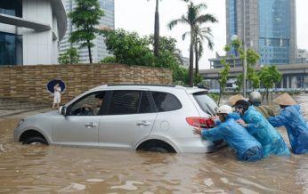 Cần làm gì khi xe ô tô đỗ trong khu vực ngập nước