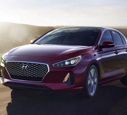 Hyundai Elatra GT 2018 ra mắt tại thị trường Mỹ với nhiều cải tiến cả thiết kế và trang bị, vận hành
