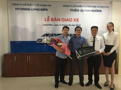 HYUNDAI LONG BIÊN bàn giao lô 10 xe Grand i10 cho công ty THIÊN QUỲNH HƯƠNG