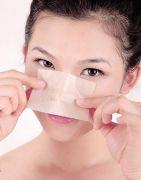 Ngoài việc thấm hút dầu thừa trên da, giấy thấm dầu còn có những tác dụng cực hay trong trang điểm