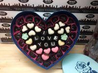Hộp socola khắc chữ hình tim