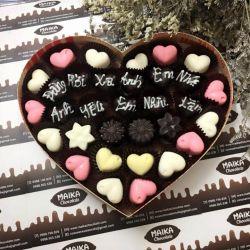 Hộp socola hình tim viết chữ
