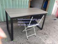 bàn làm việc chân sắt CU1206+ ghế gấp nỉ đen