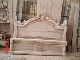 Giường ngủ gỗ hương vân 1m8, 2m mẫu hoa lá tây