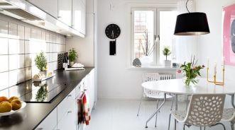 Thiết kế phòng bếp sang trọng với màu trắng