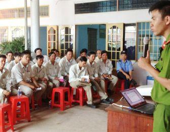 Cán bộ nhân viên Phúc Trường Hải diễn tập phòng cháy chữa cháy.