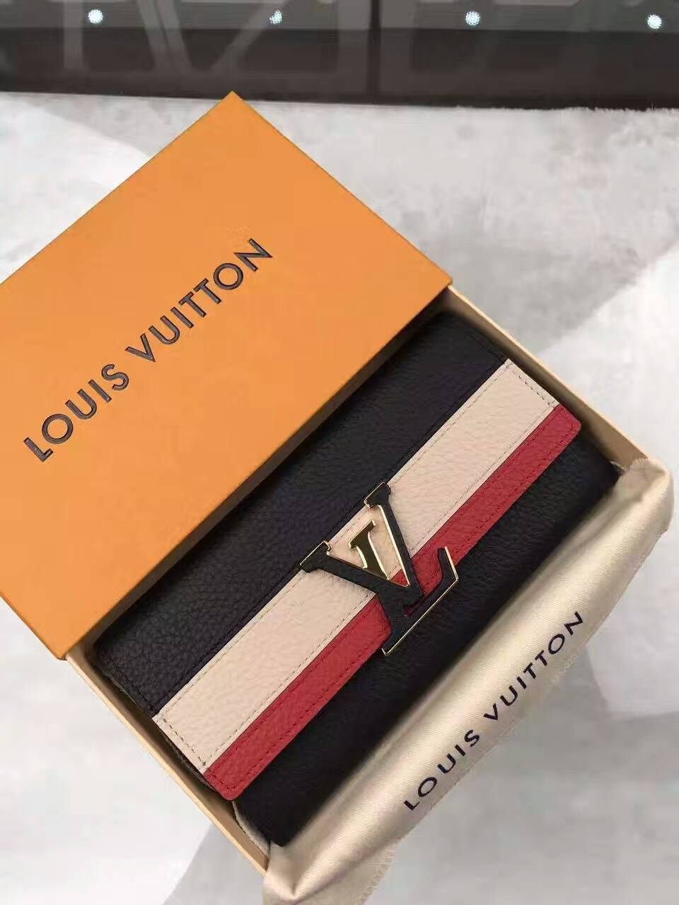Ví Nữ Louis vuitton Taurillon Leather Capucine Wallet-M62133-VNLV146