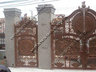 Cổng đồng đúc Hoàng Gia Hà Nội
