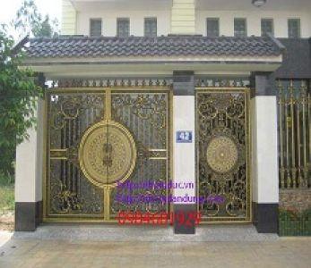 Biệt thự sang trọng với cổng nhôm đúc theo phong cách Châu Âu