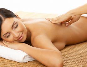 Massage lưng thư giãn sau sinh tại nhà