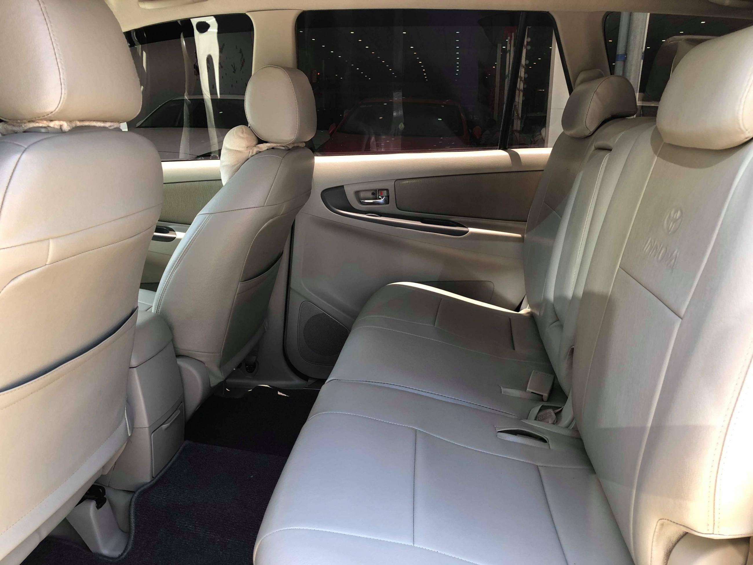 Toyota Innova 2.0E 2015 - 10